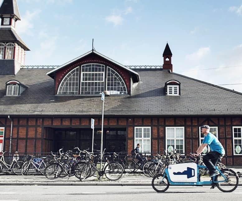 Låsesmed igang med arbejde på Østerbro